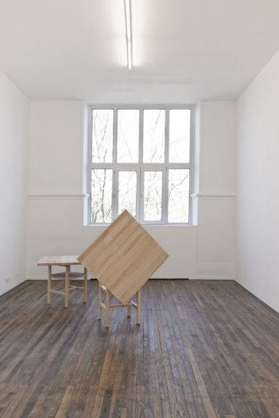 Ein Tisch ohne Brot ist ein Brett